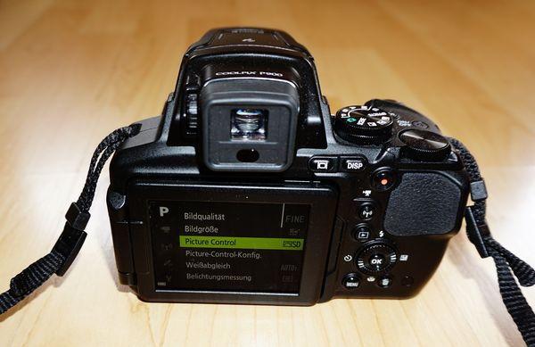 Nikon Coolpix P900 Bedienelemente und Blick in das Menü