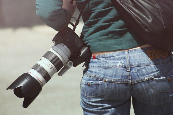 Teleobjektiv an einer Spiegelreflexkamera